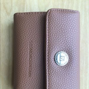 NWOT Beautiful Tan Stone Mountain Leather Wallet